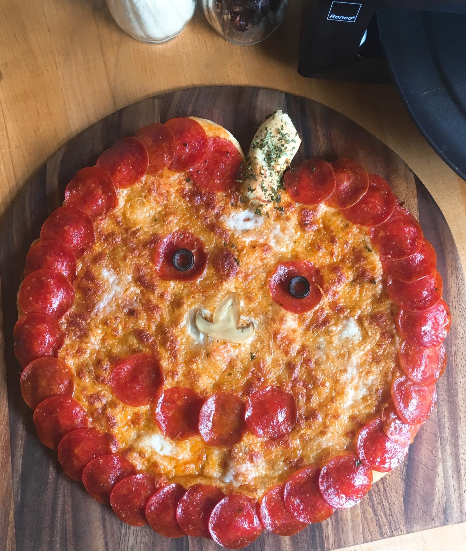 "Pepperoni Halloween ""Pumpkin"" Pizza Quick and Easy Halloween dinner"